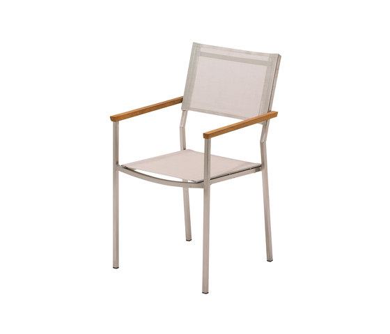 Vigo Stacking Chair with Arms di Gloster Furniture GmbH | Sedie