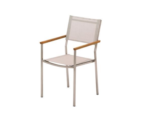 Vigo Stacking Chair with Arms di Gloster Furniture GmbH | Sedie da giardino