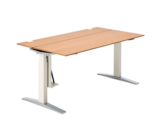 TABLE.T by König+Neurath | Contract tables