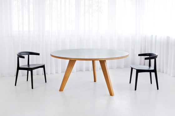 Bridge Orbit by MORGEN | Restaurant tables
