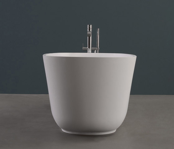 Baìa small by antoniolupi | Free-standing baths