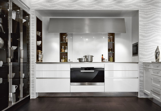 Materials | Lacquer glossy by SieMatic | Fitted kitchens