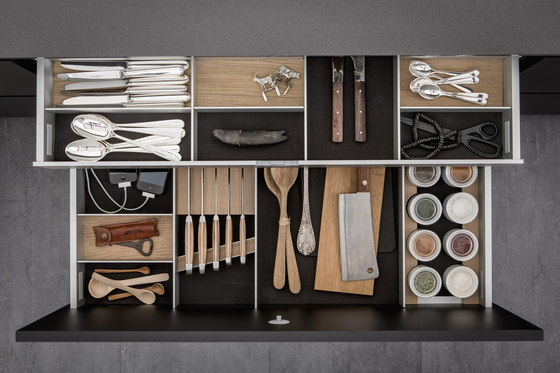 Facilities | Aluminum interior accessories by SieMatic | Kitchen organization