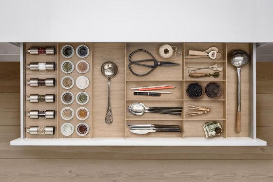 Interior |Wood interior accessories, light oak de SieMatic | Kitchen organization