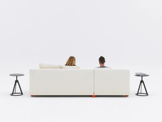 Sofa Collection by Edward Barber & Jay Osgerby Sofa by Knoll International | Lounge sofas