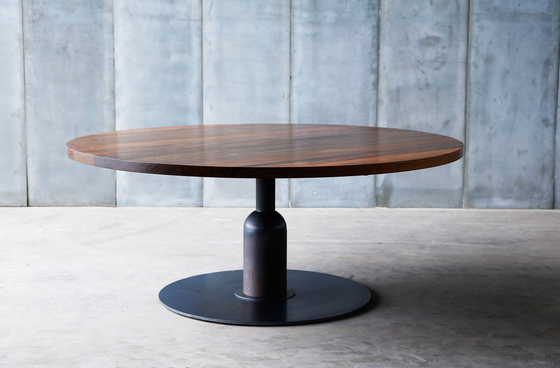 Apollo ii table by heerenhuis apollo xl table product for Table ronde pied tulipe