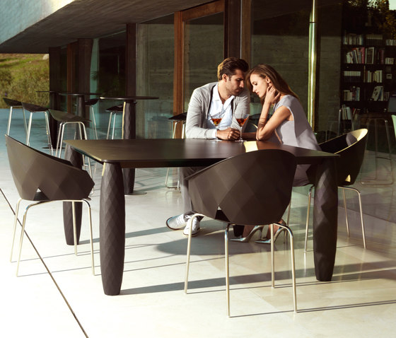 Vases table by Vondom | Restaurant tables