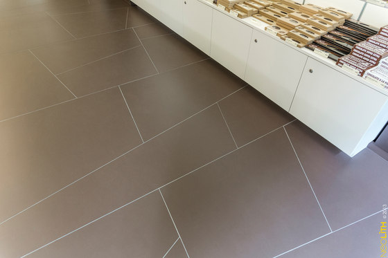 Interior | Colorfeel Chocolate by Neolith | Ceramic tiles