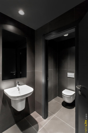 Bath | Colorfeel Nero by Neolith | Ceramic tiles