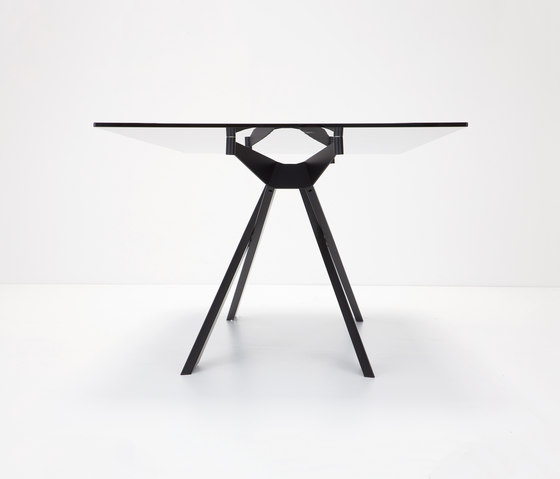 Cross by Sovet | Restaurant tables