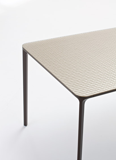 Slim Circle by Sovet | Canteen tables