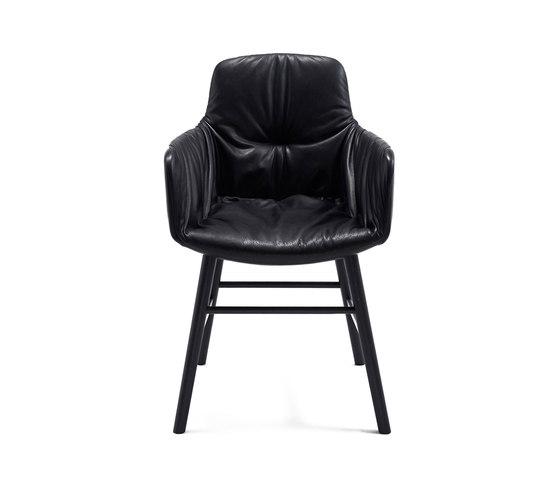 Leya | Armchair High mit Holzzarge umlaufend von FREIFRAU MANUFAKTUR | Stühle