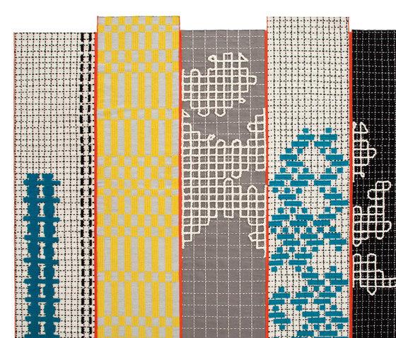 Bandas Rug Turquoise 300 3 de GAN | Alfombras / Alfombras de diseño