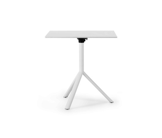 Miura squared bistro table by Plank | Contract tables