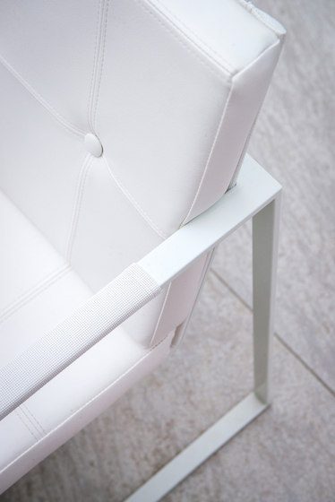 Cima Butaque powder coated by FueraDentro | Restaurant chairs