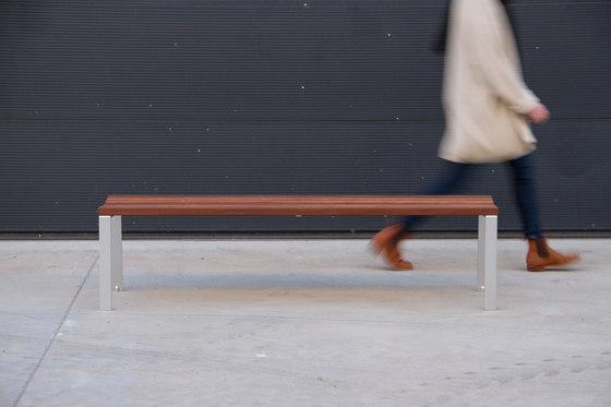 Harpo Backless Bench di Santa & Cole | Panche da esterno