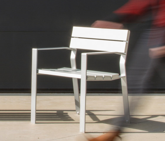 Harpo Chair by Santa & Cole | Exterior chairs