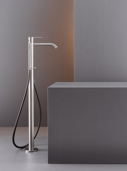 Innovo INV61 by CEADESIGN | Shower controls