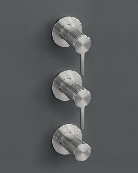 Innovo INV72 by CEADESIGN | Shower controls