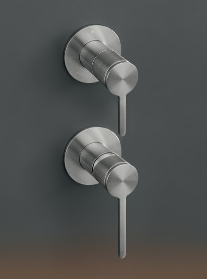 Innovo INV78 by CEADESIGN   Shower controls