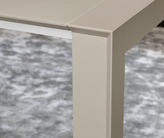 Canto Dining Table by Christine Kröncke | Dining tables
