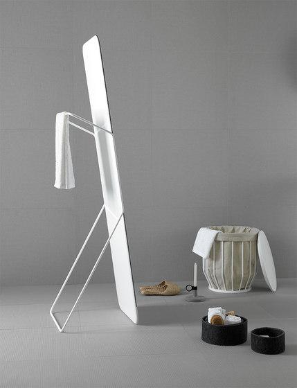 Bowl Standing Mirror de Inbani | Espejo de pie