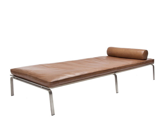 Man Daybed: Vintage Leather Cognac 21000 by NORR11 | Day beds / Lounger