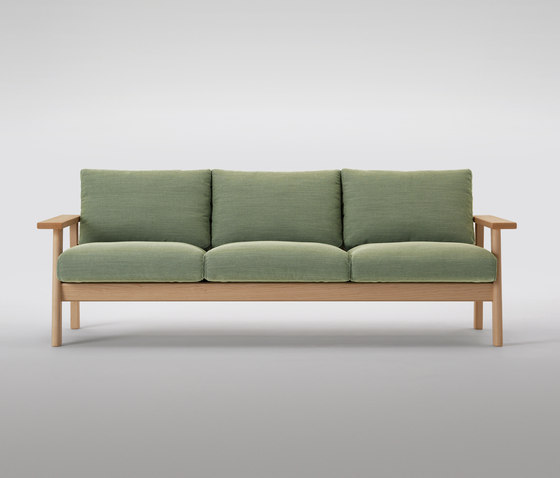 Bruno Three Seater Sofa de MARUNI | Canapés d'attente
