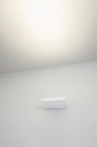 Onn-Wall 300 by Kreon | Wall-mounted spotlights