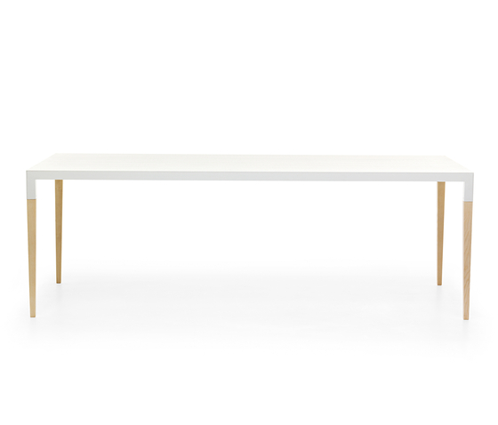 Bic table by Eponimo | Restaurant tables
