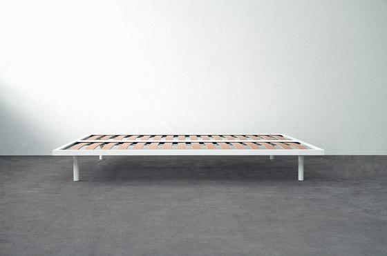 Basic Bed de Atelier Alinea   Somieres / Armazones de cama