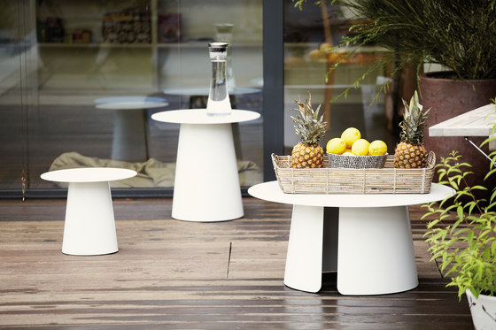 Feel side table de jankurtz | Mesas de centro de jardín