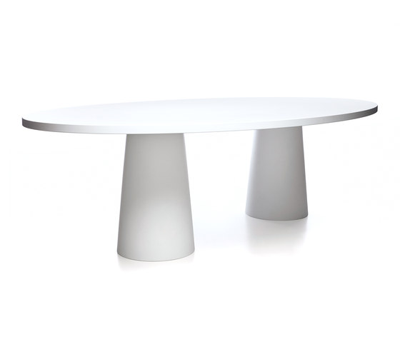 container oval 260 by moooi | Dining tables