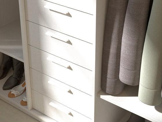 Walk in closets by dica elm chocolate porcelaine - Distribuciones de armarios empotrados ...