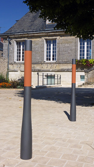 Or'a terracotta post by Concept Urbain | Bollards