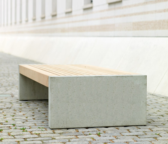 Versio levis 100 stoolbench with slats SMALL and concrete feet in standard ligth grey
