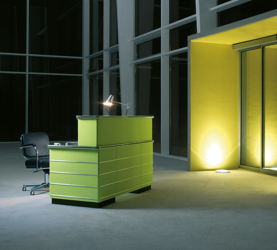 Classic Line TB Reception desk de Müller Möbelfabrikation | Comptoirs