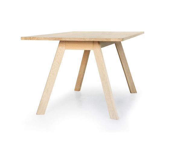 Eyes Wood Table EJ 2-T-180/230 di Erik Jørgensen | Tavoli pranzo