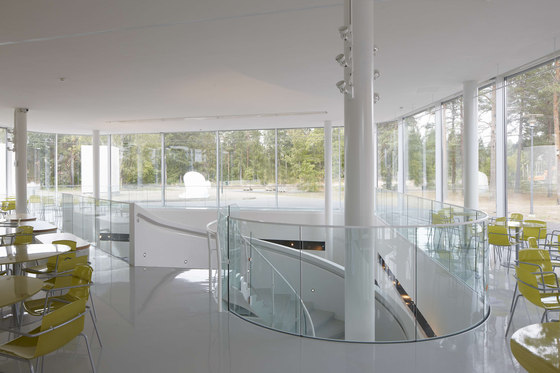 LK60 curved glass railings by Steelpro | Balustrades