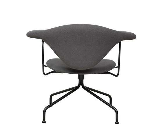 Masculo Swivel Lounge Chair di GUBI | Poltrone