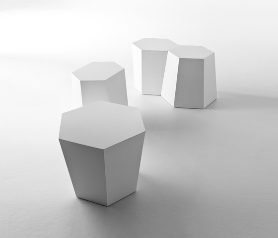 Hexagon sidetable di CASAMANIA & HORM   Tavolini alti