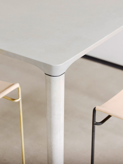 Concrete Table di Dade Design AG concrete works Beton | Piani tavolo