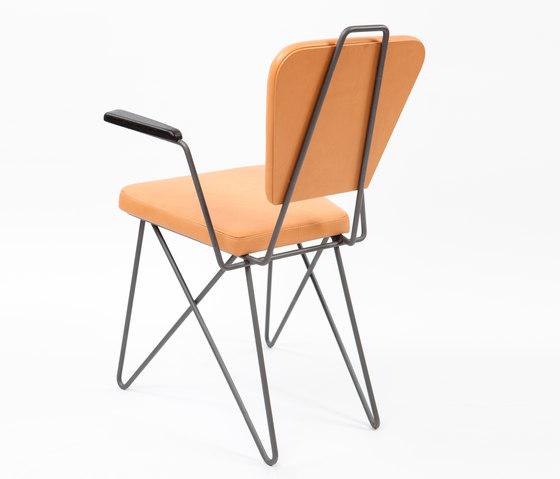 AX Stuhl mit Armlehnen von AXEL VEIT | Stühle