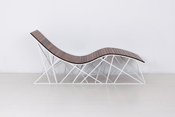 Cyclone Lounger di Uhuru Design | Chaise longue