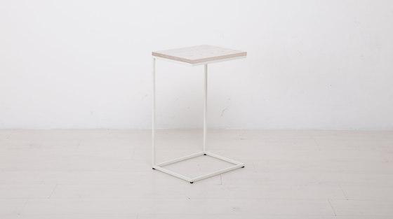 Essentials Cut Off End Table de Uhuru Design   Mesas auxiliares
