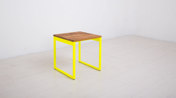 Essentials Stool di Uhuru Design | Sgabelli