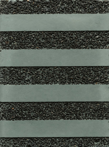 GCGeo Stripes Horizontal green cement - black aggregate by Graphic Concrete | Exposed concrete