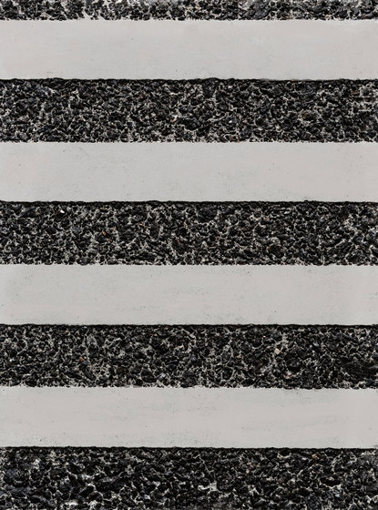 GCGeo Stripes Horizontal white cement - black aggregate by Graphic Concrete   Exposed concrete