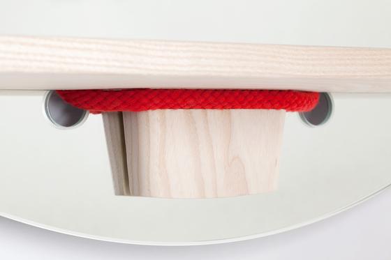 Mirrope Red | Wandspiegel von Edition Nikolas Kerl | Spiegel
