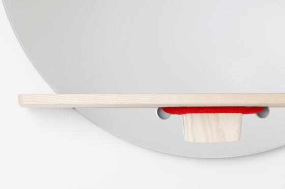Mirrope Red | Wandspiegel von Edition Nikolas Kerl | Wandspiegel